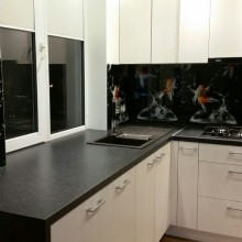 stiklas virtuves baldams